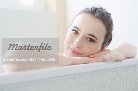 Young woman enjoying bath Stock Photo - Premium Royalty-Free, Image code: 689-05611993