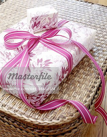 Wrapped gift Stock Photo - Premium Royalty-Free, Image code: 689-05612374