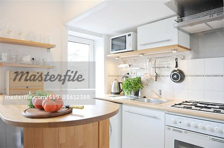Kitchen with tomatoes on counter Stock Photo - Premium Royalty-Free, Image code: 689-05612388