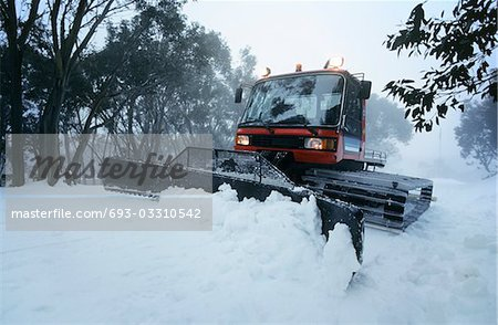 Snow clearing tractor, Mt Baw Baw, Victoria, Australia Stock Photo - Premium Royalty-Free, Image code: 693-03310542