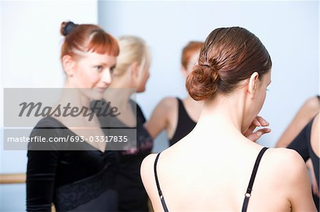 Young women stand in ballet rehearsal room Stock Photo - Premium Royalty-Free, Image code: 693-03317835