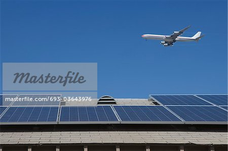 Aeroplane and rooftop with solar array, Inglewood, Los Angeles, California Stock Photo - Premium Royalty-Free, Image code: 693-03643976