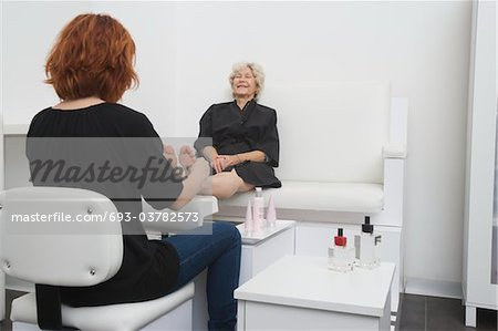 Foot masseuse and client in Palm Springs salon Stock Photo - Premium Royalty-Free, Image code: 693-03782573
