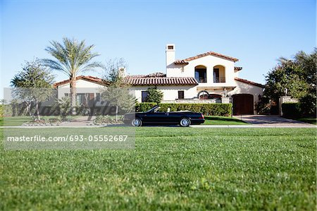 Luxurious car parked outside house in front yard Stock Photo - Premium Royalty-Free, Image code: 693-05552687