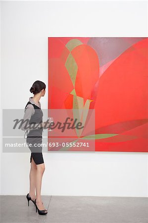 Full length of a woman looking at painting in art gallery Stock Photo - Premium Royalty-Free, Image code: 693-05552741