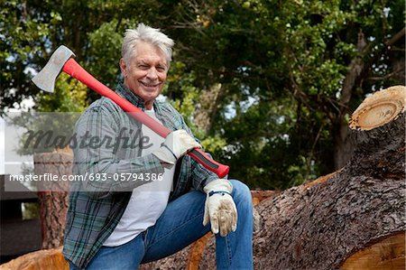 Portrait of lumberjack holding an axe Stock Photo - Premium Royalty-Free, Image code: 693-05794386