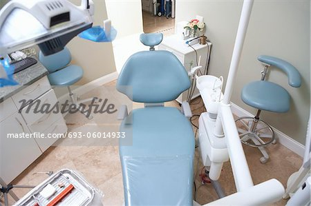 Dentists chair, (elevated view) Stock Photo - Premium Royalty-Free, Image code: 693-06014933