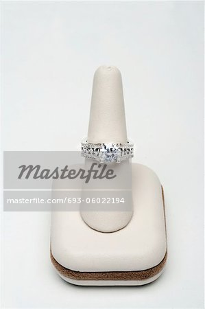 Saphire and diamond ring Stock Photo - Premium Royalty-Free, Image code: 693-06022194