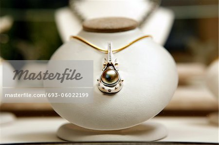 Round black pearl with diamonds Stock Photo - Premium Royalty-Free, Image code: 693-06022199