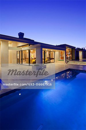Rear view of luxury villa at night time with swimming pool Stock Photo - Premium Royalty-Free, Image code: 693-06667916