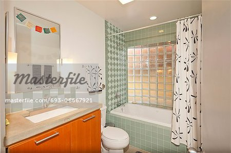 Vintage Bathroom Stock Photo - Premium Royalty-Free, Image code: 693-06667921