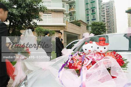 Wedding decorations on car Stock Photo - Premium Royalty-Free, Image code: 695-03377459