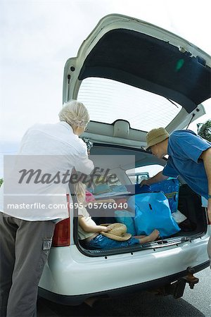 Family unloading trunk of car Stock Photo - Premium Royalty-Free, Image code: 695-05766040