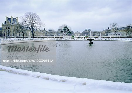 France, Paris, fountain in Tuileries Garden with snow Stock Photo - Premium Royalty-Free, Image code: 696-03396412