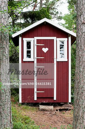 Small log cabin in forest Stock Photo - Premium Royalty-Free, Image code: 698-06615381