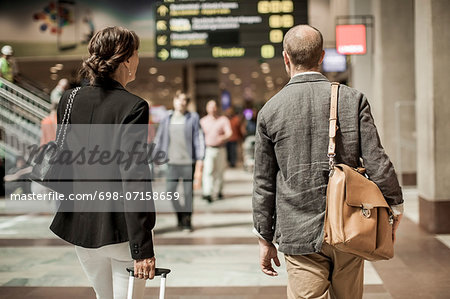 Business people with luggage walking on railway station Stock Photo - Premium Royalty-Free, Image code: 698-07158659