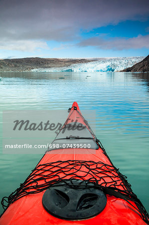 Red kayak bow on lake Stock Photo - Premium Royalty-Free, Image code: 698-07439500