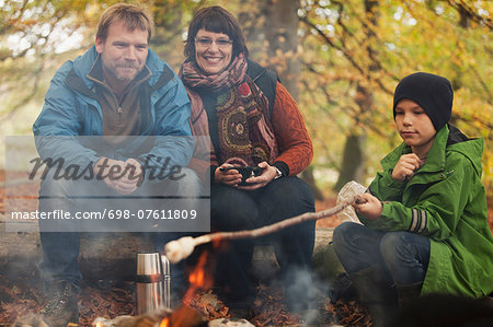 Family camping in forest Stock Photo - Premium Royalty-Free, Image code: 698-07611809