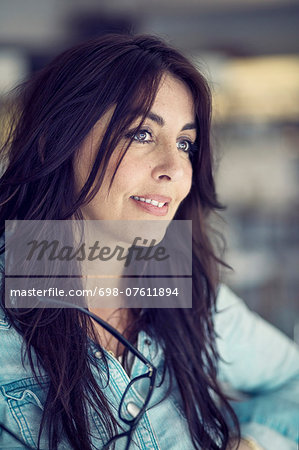 Mature businesswoman looking away in restaurant Stock Photo - Premium Royalty-Free, Image code: 698-07611894