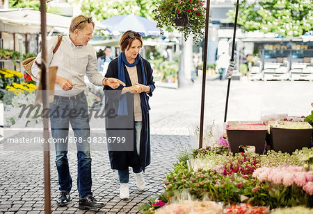Senior couple shopping at flower market Stock Photo - Premium Royalty-Free, Image code: 698-08226799