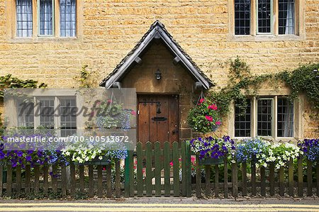 English Cottage, Moreton-in-Marsh, Cotswolds, England Stock Photo - Rights-Managed, Image code: 700-00513872