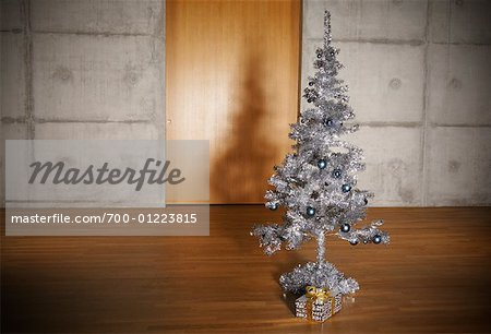 Christmas Tree in Apartment Stock Photo - Rights-Managed, Image code: 700-01223815