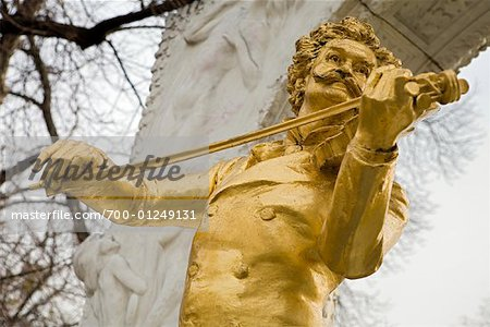 Johann Strauss Statue, Stadtpark, Vienna, Austria Stock Photo - Rights-Managed, Image code: 700-01249131