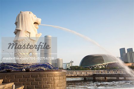 Merlion Statue at the Fullerton Hotel, Merlion Park, Marina Bay, by the Esplanade - Theatres on the Bay and Skyline of Suntec City, Singapore