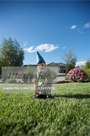 Golfing Gnome Statue on Lawn, Pentiction, Okanagan Valley, British Columbia, Canada Stock Photo - Rights-Managed, Image code: 700-03697936