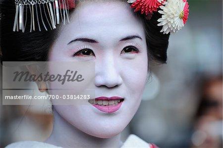 Portrait of Maiko Girl, Kyoto, Kansai Region, Honshu, Japan