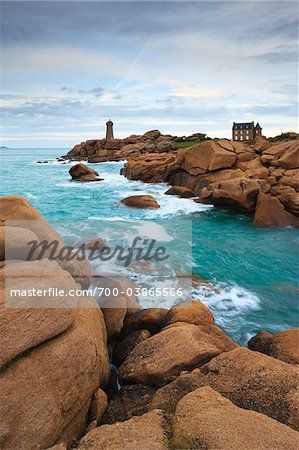 Ploumanach Lighthouse, Cote de Granite Rose, Ploumanach, Bretagne, France Stock Photo - Rights-Managed, Image code: 700-03865566