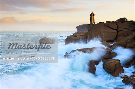 Ploumanach Lighthouse, Cote de Granite Rose, Ploumanach, Bretagne, France Stock Photo - Rights-Managed, Image code: 700-03865571