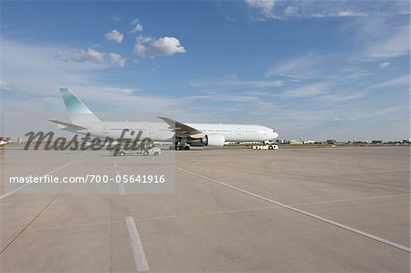 Plane on Tarmac, Toronto, Ontario, Canada Stock Photo - Rights-Managed, Image code: 700-05641916