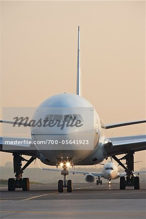 Plane on Tarmac, Toronto, Ontario, Canada Stock Photo - Rights-Managed, Image code: 700-05641923