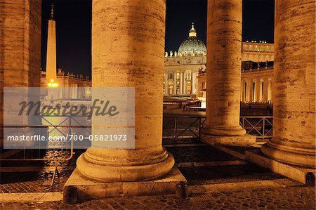 Saint Peter's Basilica Colonnade, Saint Peter's Square, Vatican City, Rome, Italy Stock Photo - Rights-Managed, Image code: 700-05821973