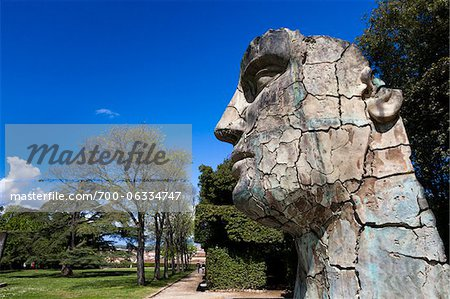 Tyndareus Cracked by Igor Mitoraj in Boboli Gardens, Florence, Tuscany, Italy Stock Photo - Rights-Managed, Image code: 700-06334747
