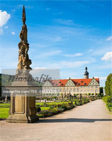 Statue and Formal Garden in front of Weikersheim Castle, Weikersheim, Baden-Wurttemberg, Germany Stock Photo - Rights-Managed, Image code: 700-06553370