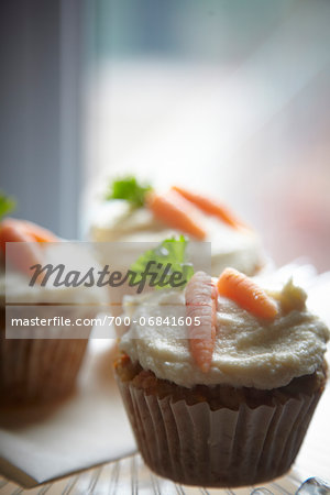 carrot muffins with cream cheese icing and marzipan carrot decorations Stock Photo - Rights-Managed, Image code: 700-06841605