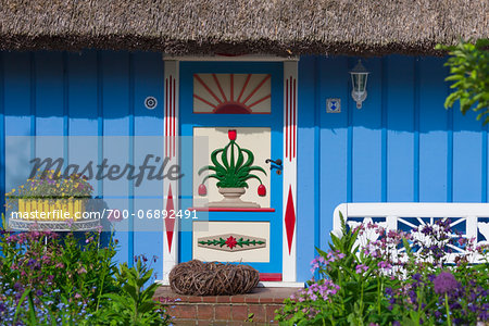 Idyllic house with ornate door and thatched roof, Zingst, Fischland-Darss-Zingst, Coast of the Baltic Sea, Mecklenburg-Western Pomerania, Germany, Europe Stock Photo - Rights-Managed, Image code: 700-06892491