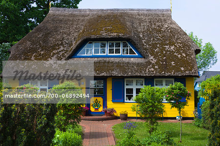 Idyllic house with ornate door and thatched roof in Born, Fischland-Darss-Zingst, Coast of the Baltic Sea, Mecklenburg-Western Pomerania, Germany, Europe Stock Photo - Rights-Managed, Image code: 700-06892494