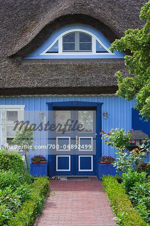 Traditional house with thatched roof and garden in Born, Fischland-Darss-Zingst, Coast of the Baltic Sea, Mecklenburg-Western Pomerania, Germany, Europe Stock Photo - Rights-Managed, Image code: 700-06892499