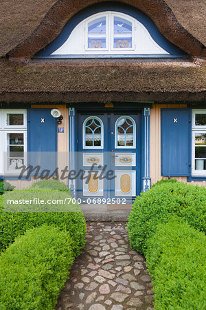 Traditional house with thatched roof in Born, Fischland-Darss-Zingst, Coast of the Baltic Sea, Mecklenburg-Western Pomerania, Germany, Europe Stock Photo - Rights-Managed, Image code: 700-06892502