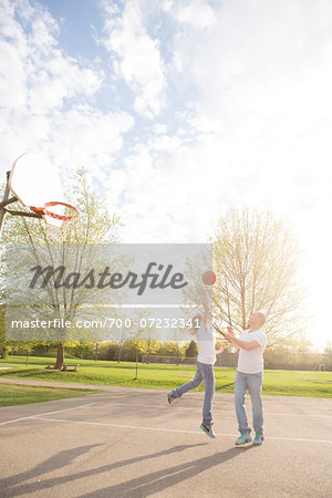 Couple playing basketball in neighbourhood park, Toronto, Ontario, Canada Stock Photo - Rights-Managed, Image code: 700-07232341