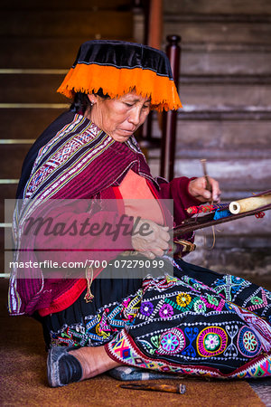 Portrait of Peruvian woman weaving wearing traditional costume, Cusco, Peru Stock Photo - Rights-Managed, Image code: 700-07279099