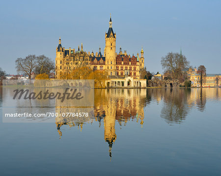 Schwerin Castle reflected in Schwerin Lake, Schwerin, Western Pomerania, Mecklenburg-Vorpommern, Germany Stock Photo - Rights-Managed, Image code: 700-07784578