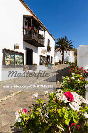 Small alley and white washed buildings of Betancuria, Fuerteventura, Las Palmas, Canary Islands Stock Photo - Rights-Managed, Image code: 700-07945293
