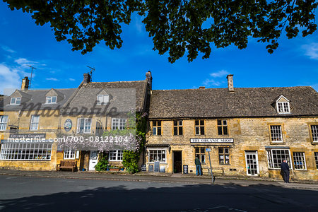 Streetscene, Stow-on the-Wold, Gloucestershire, The Cotswolds, England, United Kingdom Stock Photo - Rights-Managed, Image code: 700-08122104