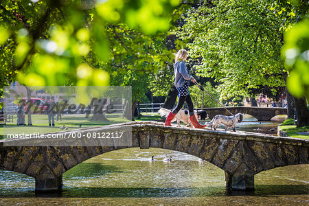Stone, arch bridge crossing River Windrush, Bourton-on-the-Water, Gloucestershire, The Cotswolds, England, United Kingdom Stock Photo - Rights-Managed, Image code: 700-08122117