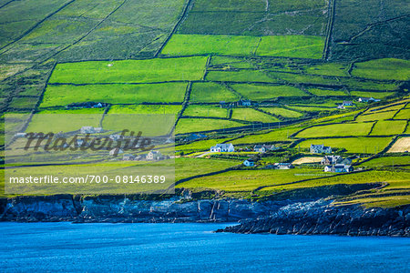 Scenic, coastal view of St Finian's Bay, along the Skellig Coast on the Ring of Kerry, County Kerry, Ireland Stock Photo - Rights-Managed, Image code: 700-08146389