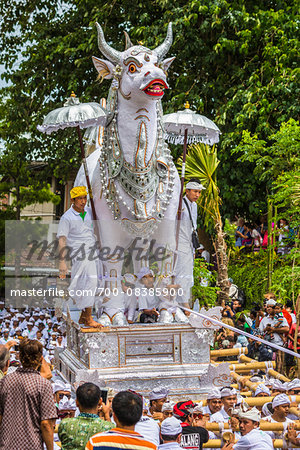 People carrying a raised, white bull character in a parade at a cremation ceremony for a high priest in Ubud, Bali, Indonesia Stock Photo - Rights-Managed, Image code: 700-08385900